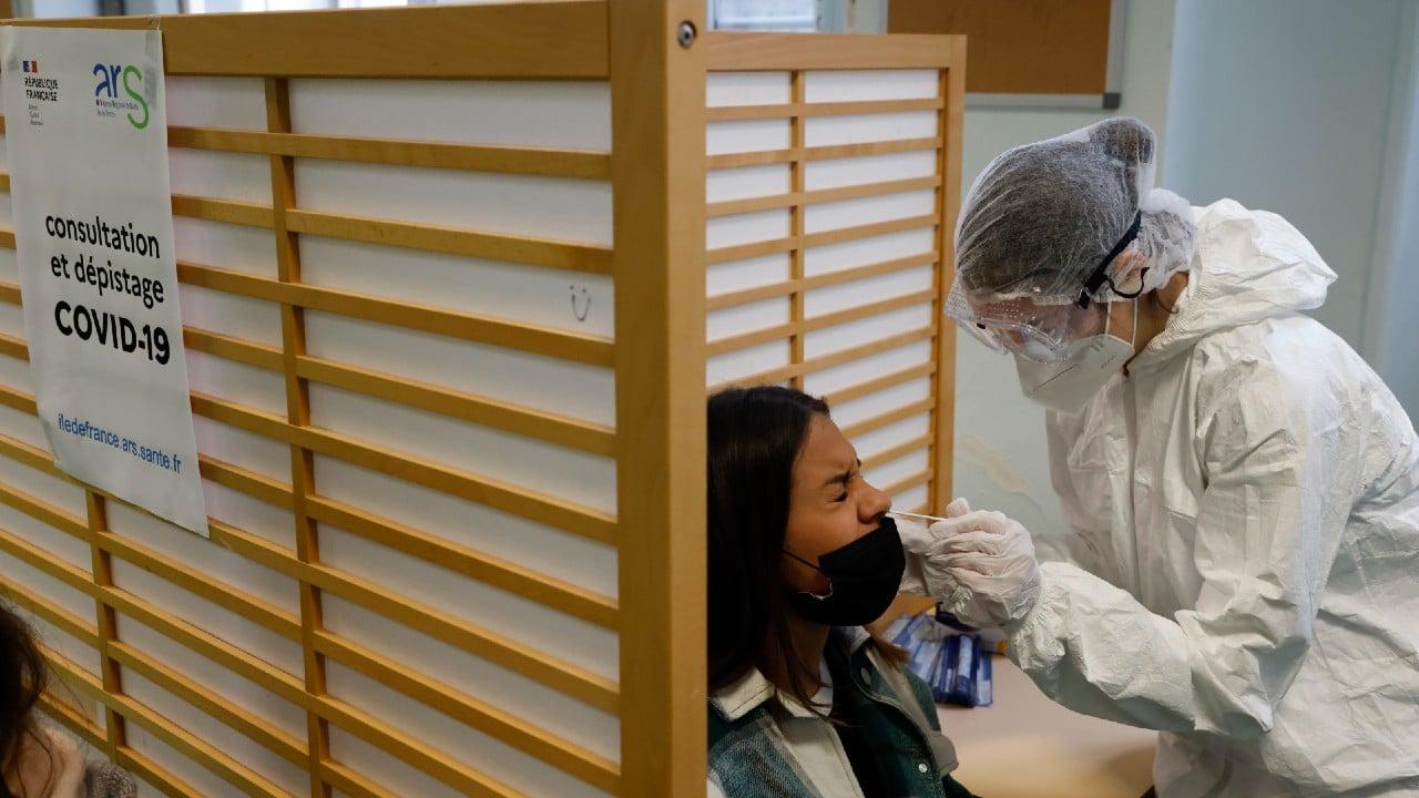 Europeos vacunados entrarán en Francia sin prueba PCR, británicos y estadounidenses no