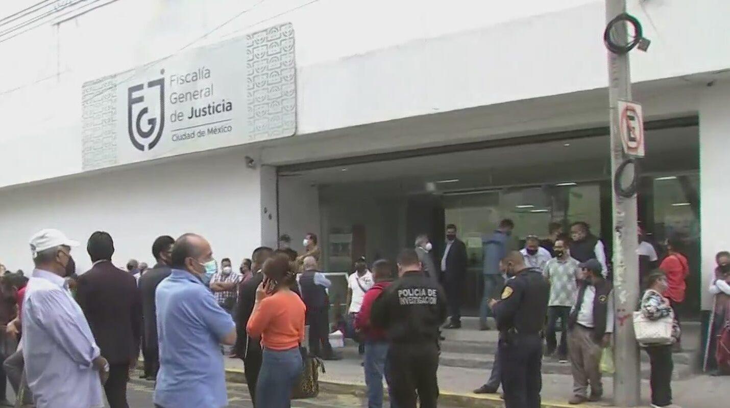 extrabajadores de la ruta 100 se manifiestan en fgjcdmx