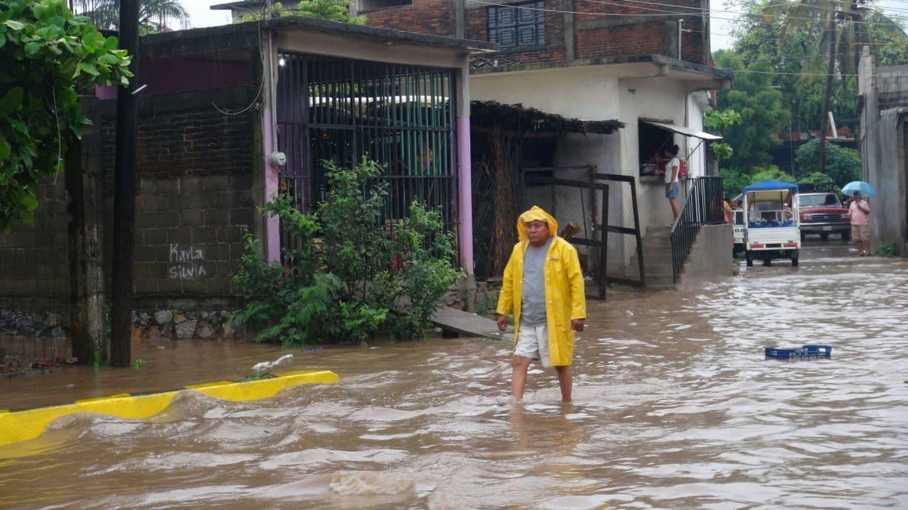 Limpian ríos y arroyos para evitar inundaciones por lluvias en Oaxaca