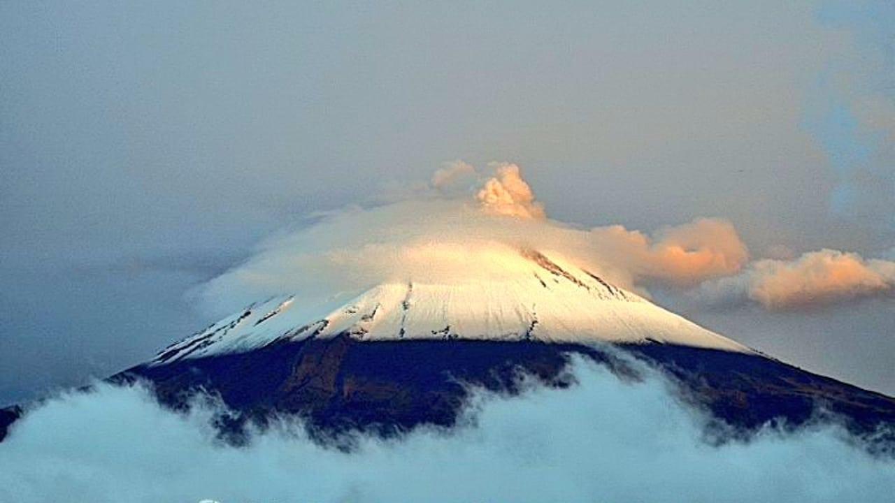 Foto: Popocatépetl amanece nevado y en redes comparten