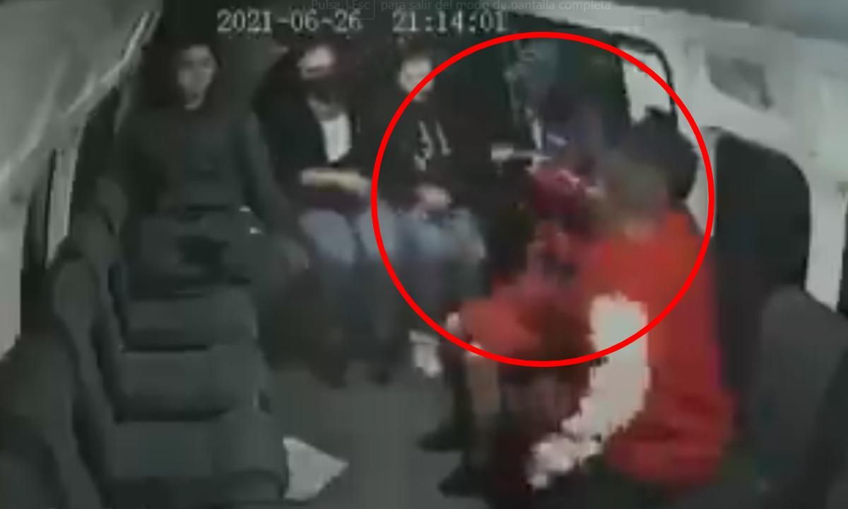 Ladrón obliga a niño a que le ayude en asalto a combi