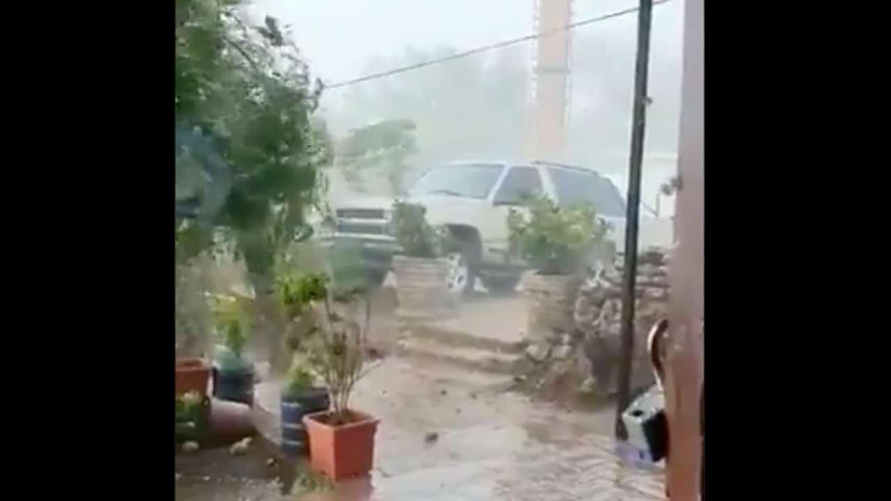 Fuerte lluvia y vientos sorprenden a habitantes de Álamos, Sonora; reportan varias afectaciones