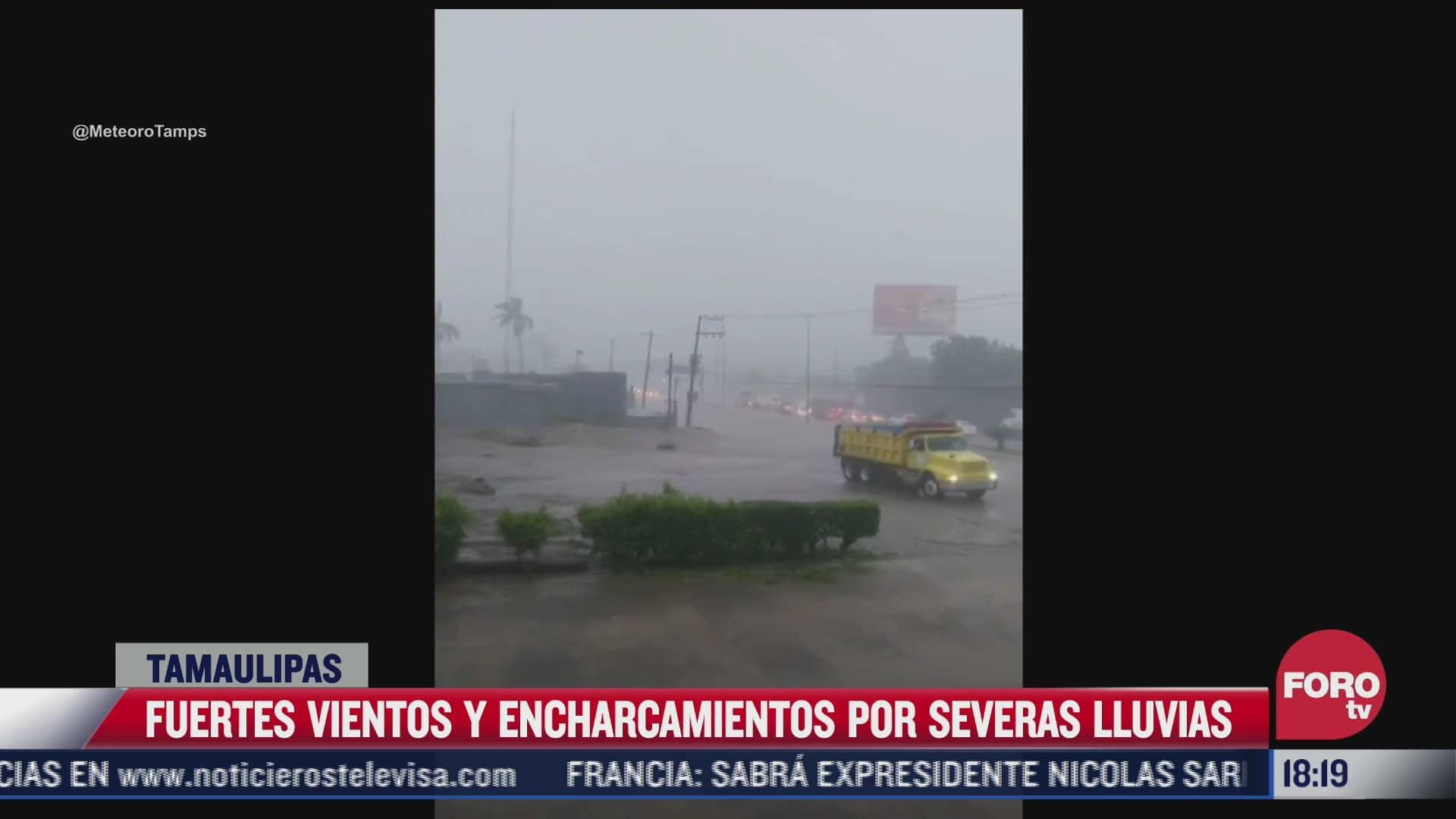 fuertes lluvias causan encharcamientos y caida de semaforos en reynosa tamaulipas