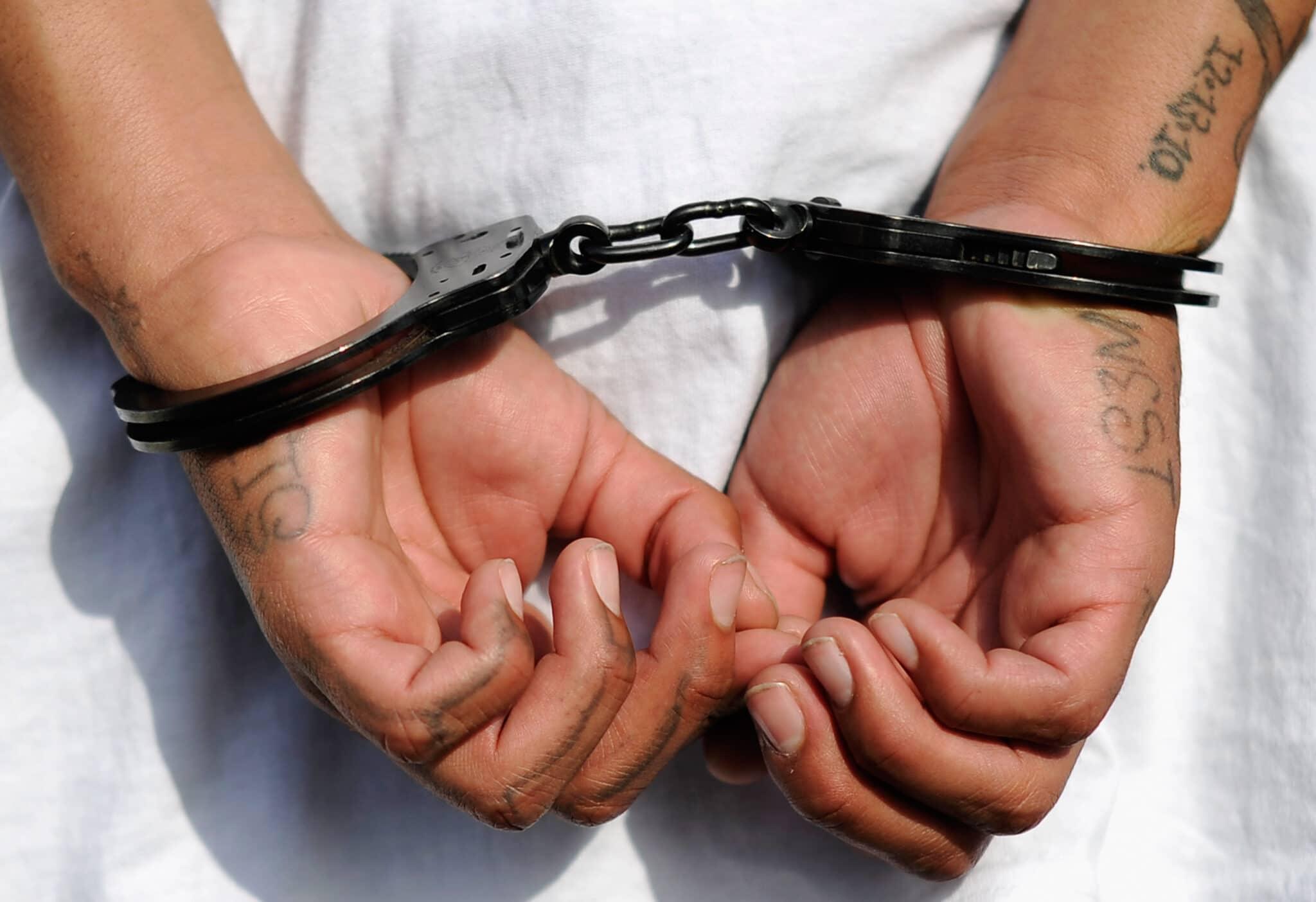 Sentencian a 30 años de cárcel a hombre que mató a golpes a su hija y provocó aborto a su pareja en Bolivia