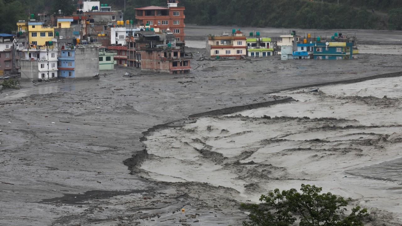Inundaciones y deslaves de tierra dejan 7 muertos en Nepal – Noticieros Televisa