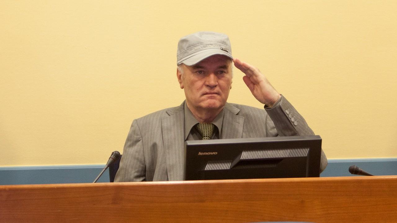 Justicia internacional ratifica cadena perpetua contra Ratko Mladic por genocidio de Srebrenica