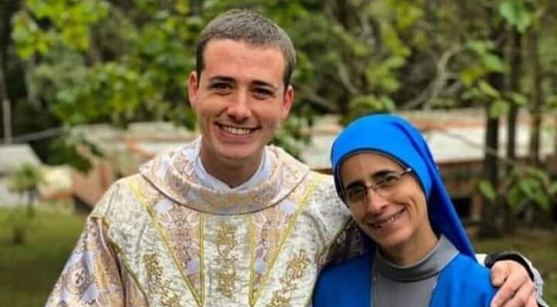 Madre e hijo encuentran vocación religiosa y ahora son monja y sacerdote