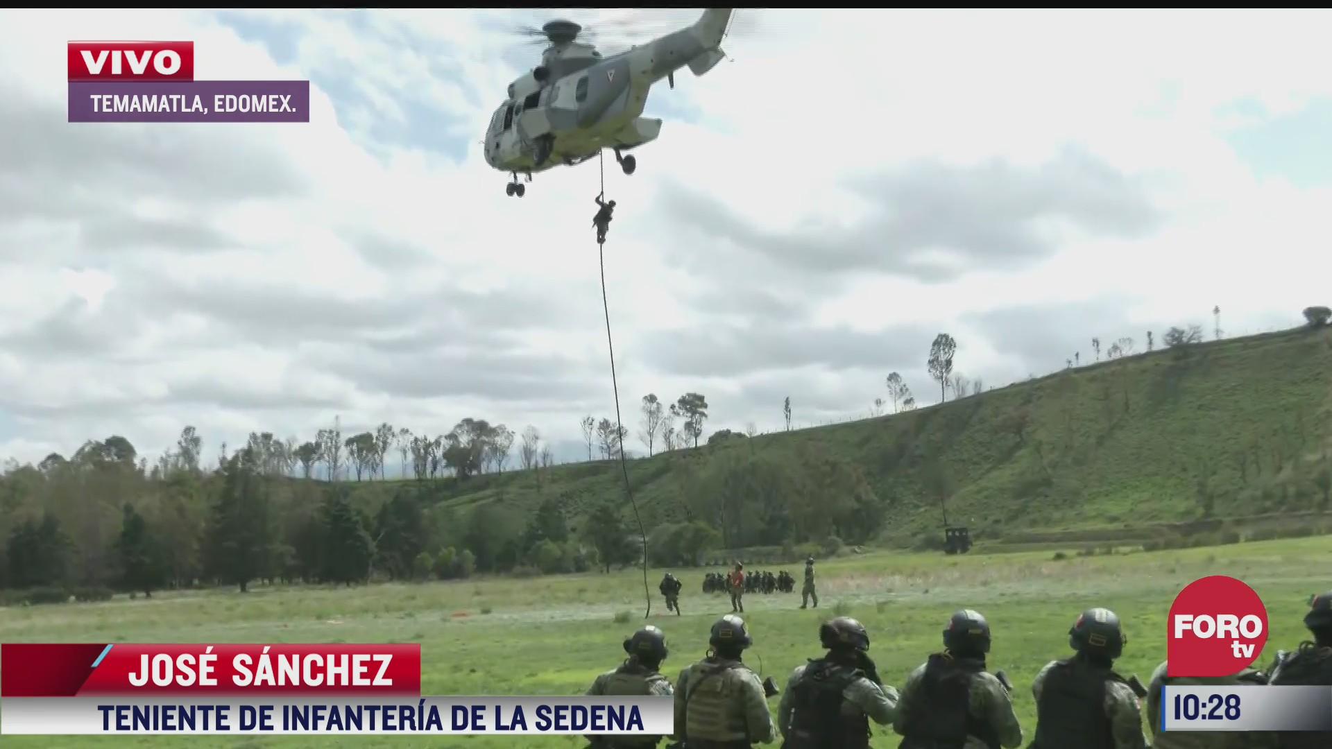 militares realizan maniobras de adiestramiento para labores de rescate