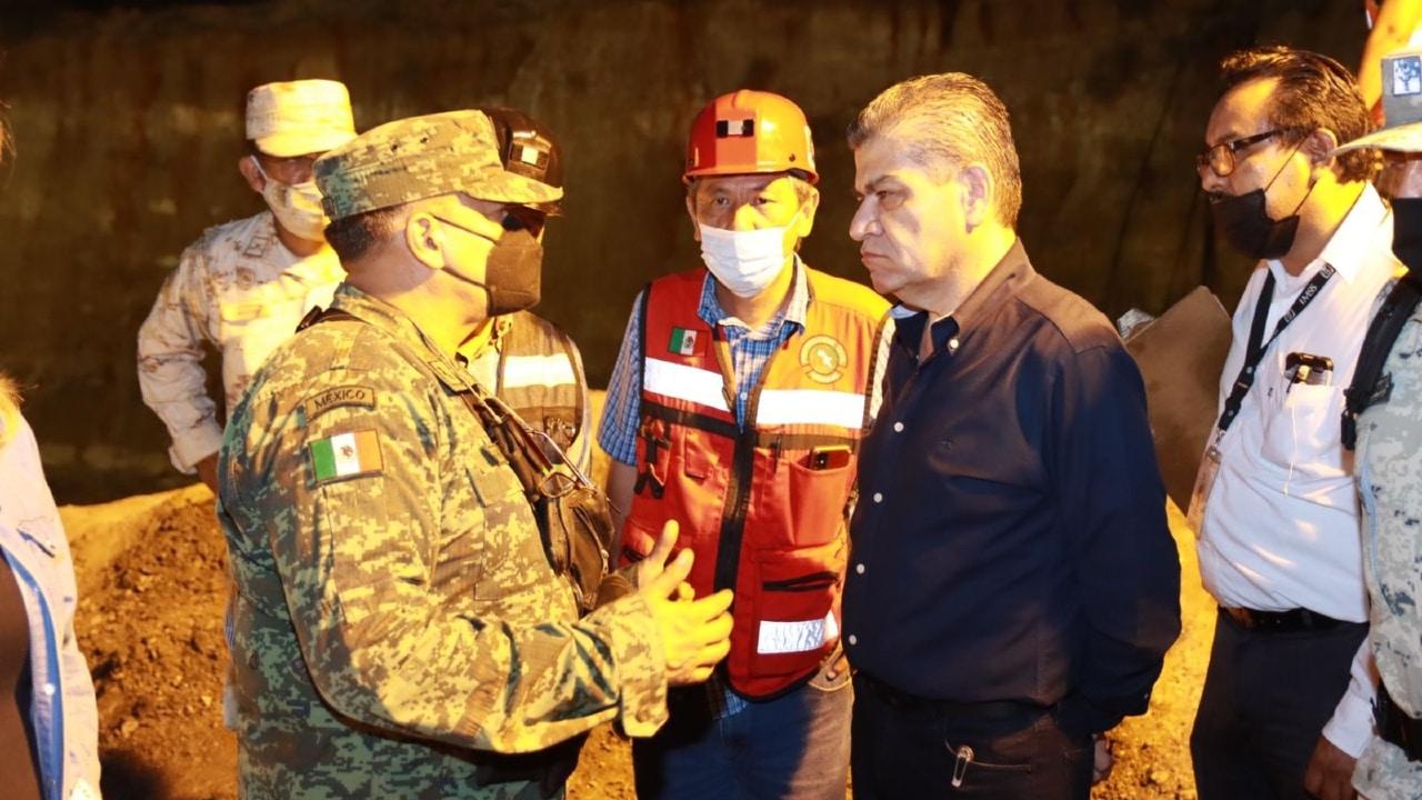 Continúan las labores de rescate de 7 mineros atrapados en Coahuila