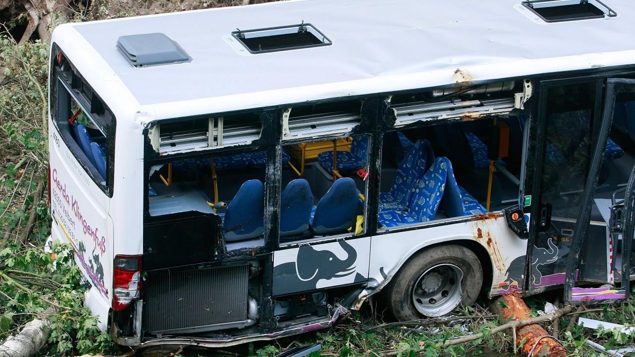 Mueren al menos 17 personas luego de que autobús de pasajeros cayera a un abismo en Perú