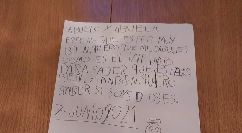 Niño en España se hace viral en redes al escribirle carta a sus abuelos muertos