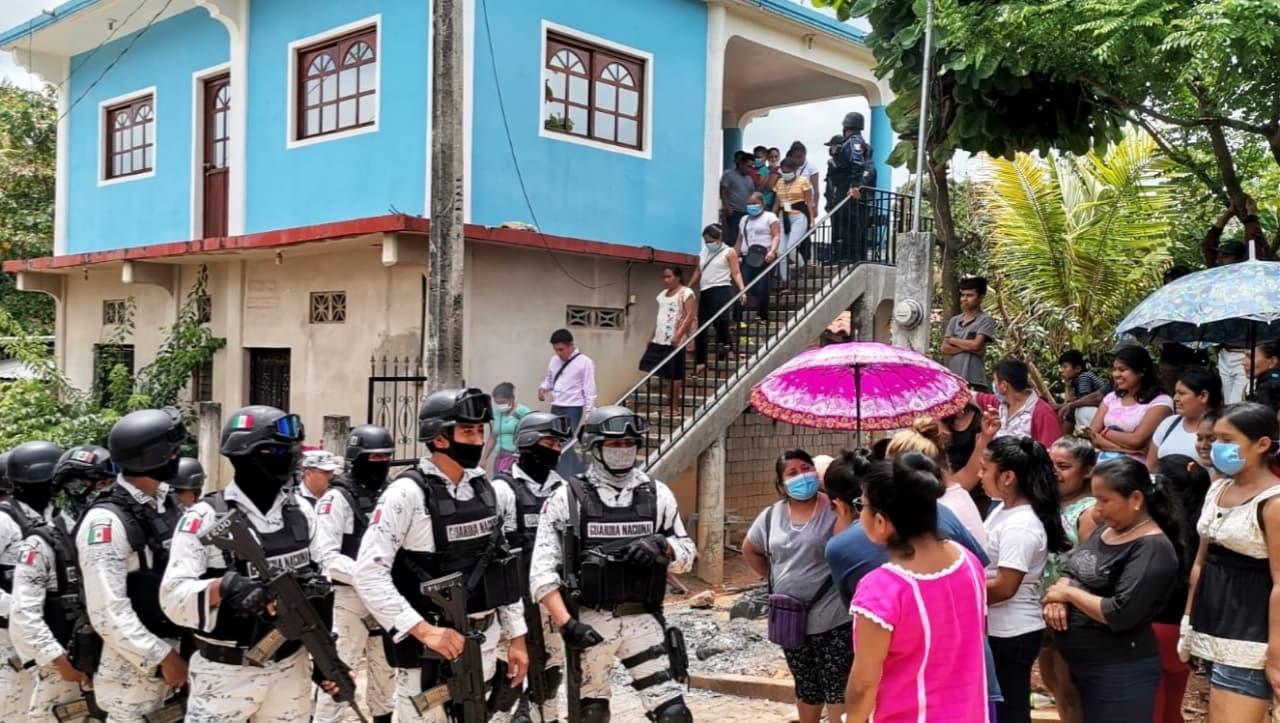 Oaxaca vive violentos enfrentamientos durante conteo de votos
