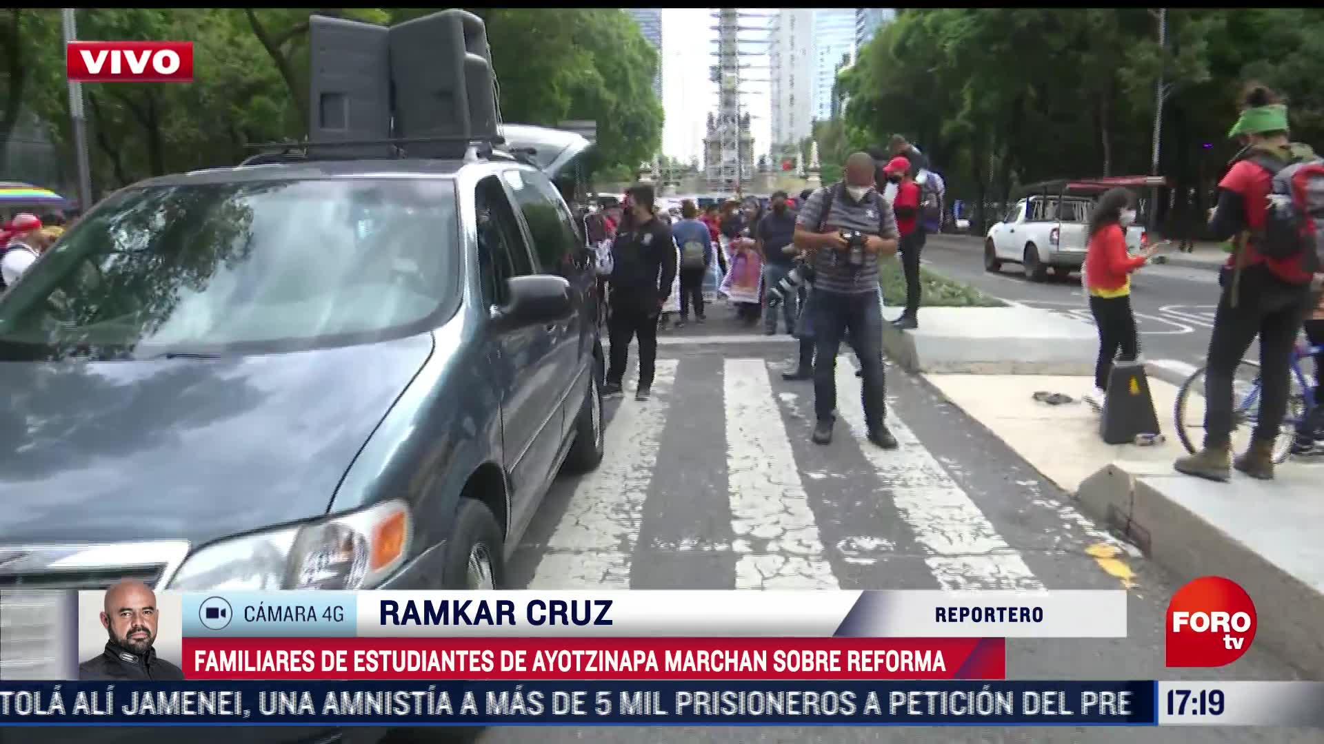 Padres los 43 normalistas de Ayotzinapa marchan en la CDMX