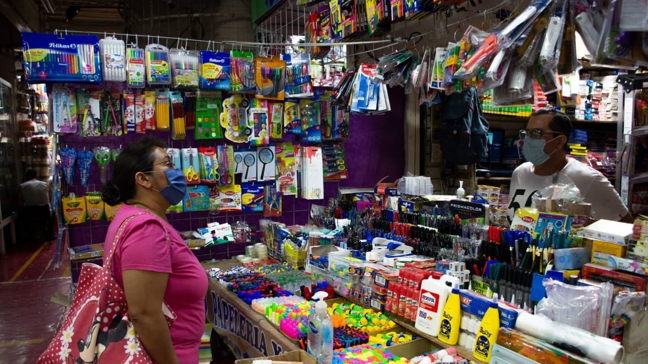Papelería registran bajas ventas previo al regreso a clases presencial en la Ciudad de México