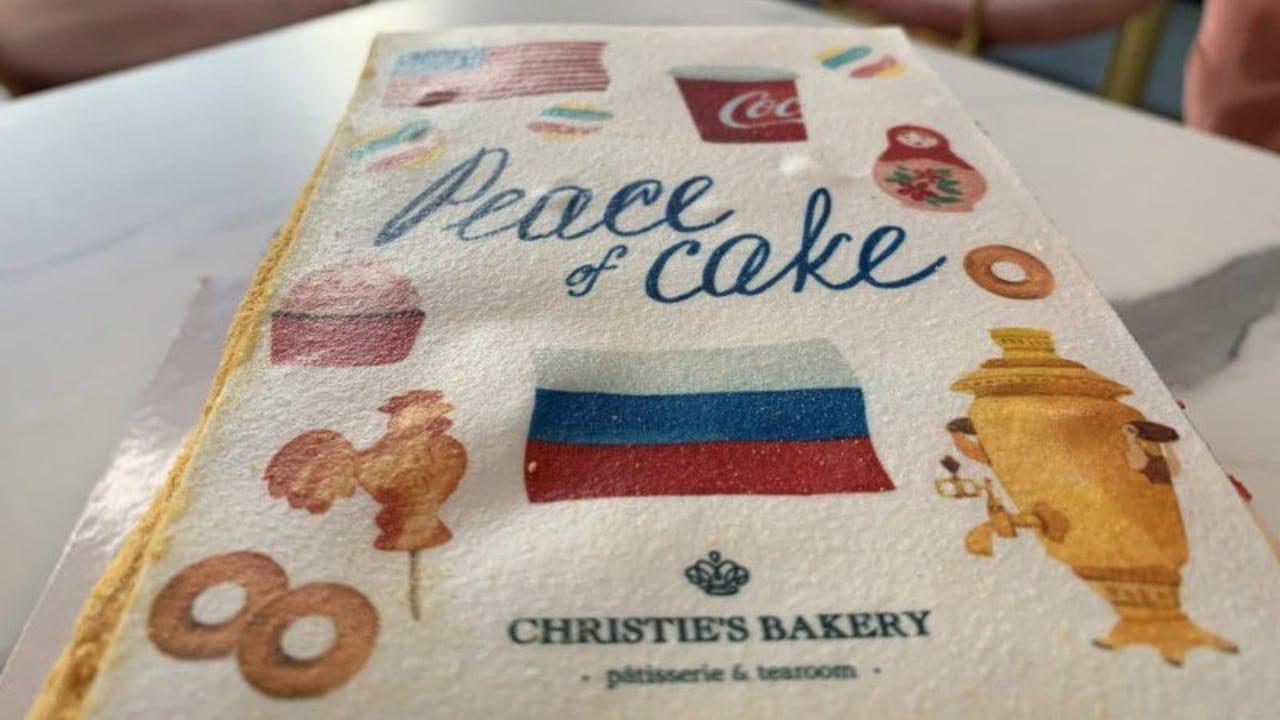 Pastelera suiza crea el 'Pastel de la Paz' para la cumbre Biden-Putin