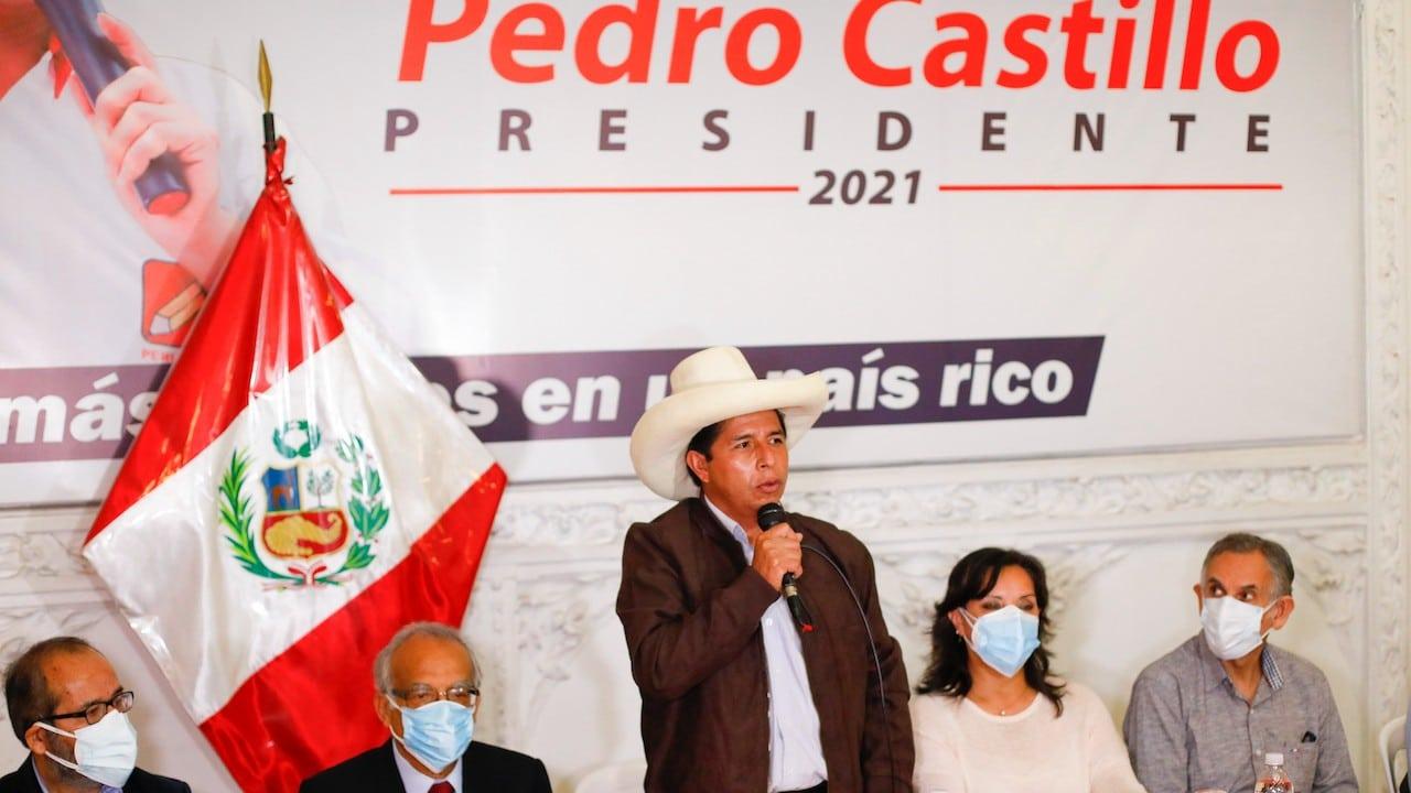 El candidato presidencial, Pedro Castillo, de Perú Libre habla durante una conferencia de prensa (Getty Images)