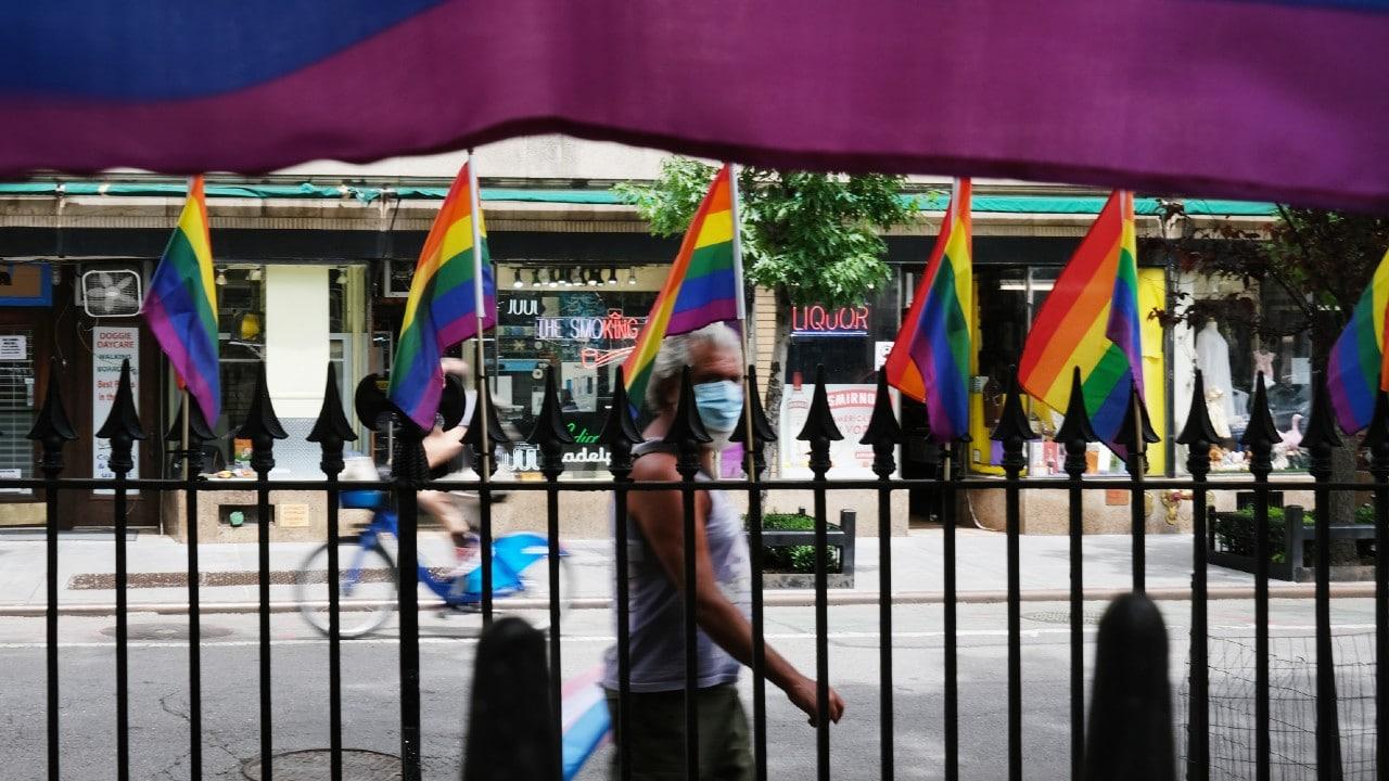 Pentágono de EEUU prohíbe exhibir banderas LGTB en instalaciones militares