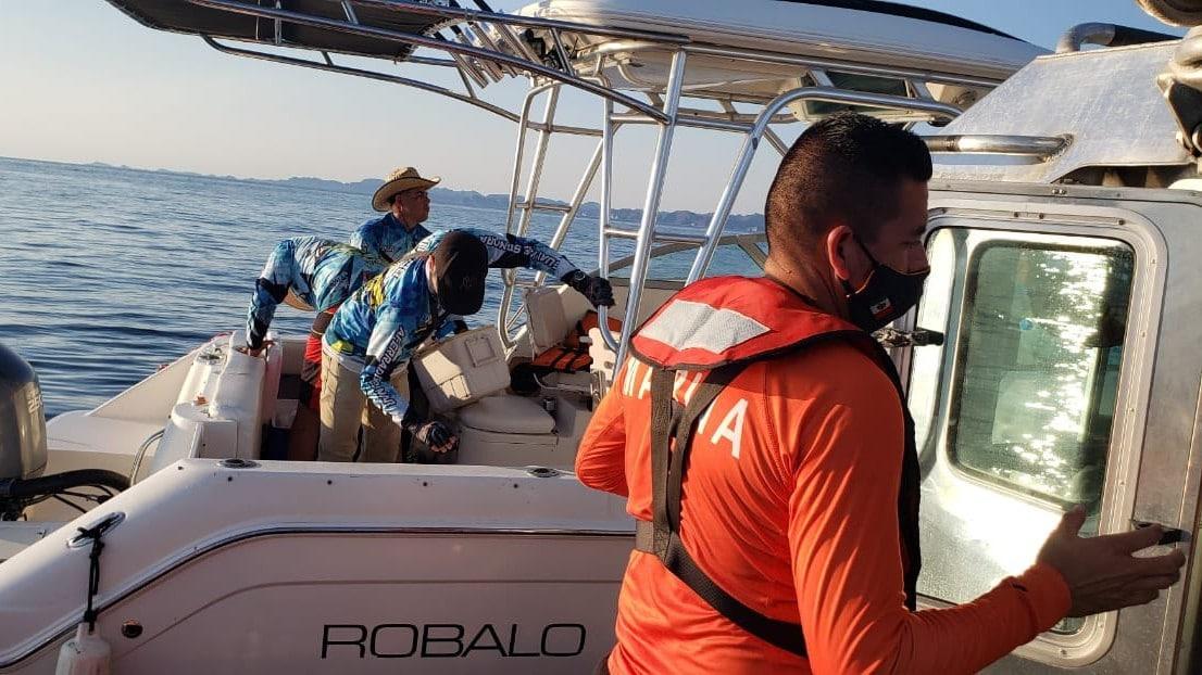 Rescatan a ocho náufragos tras quedar varados mientras realizaban pesca deportiva en Sonora