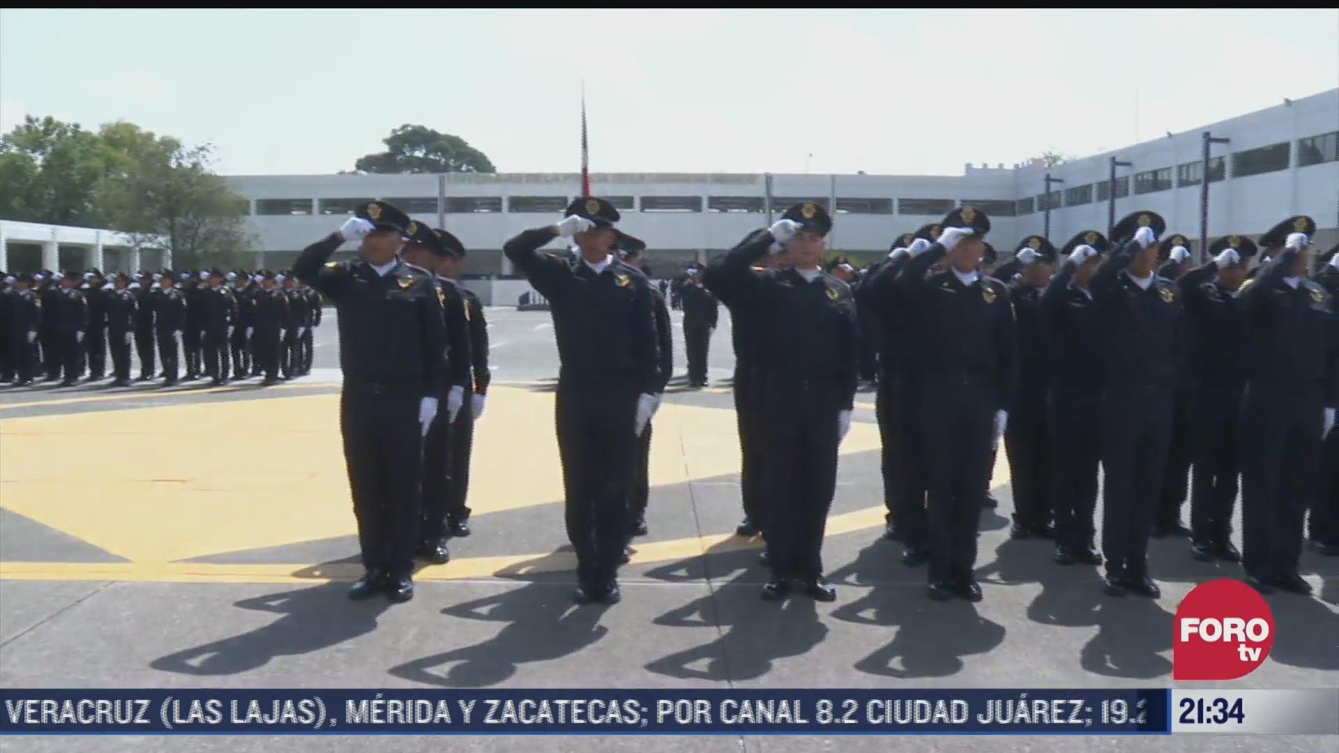 realizan ceremonia de graduacion de policias en cdmx