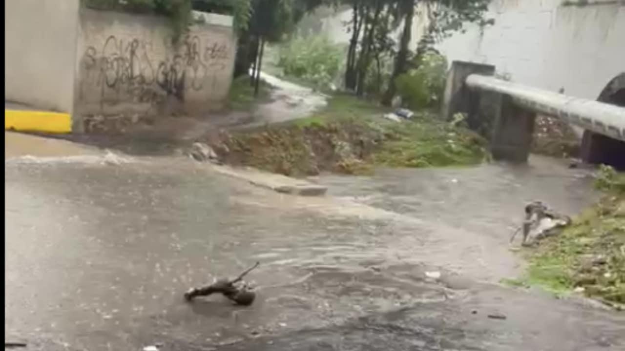 Se desborda río San Miguel en Atizapán y afecta 22 viviendas