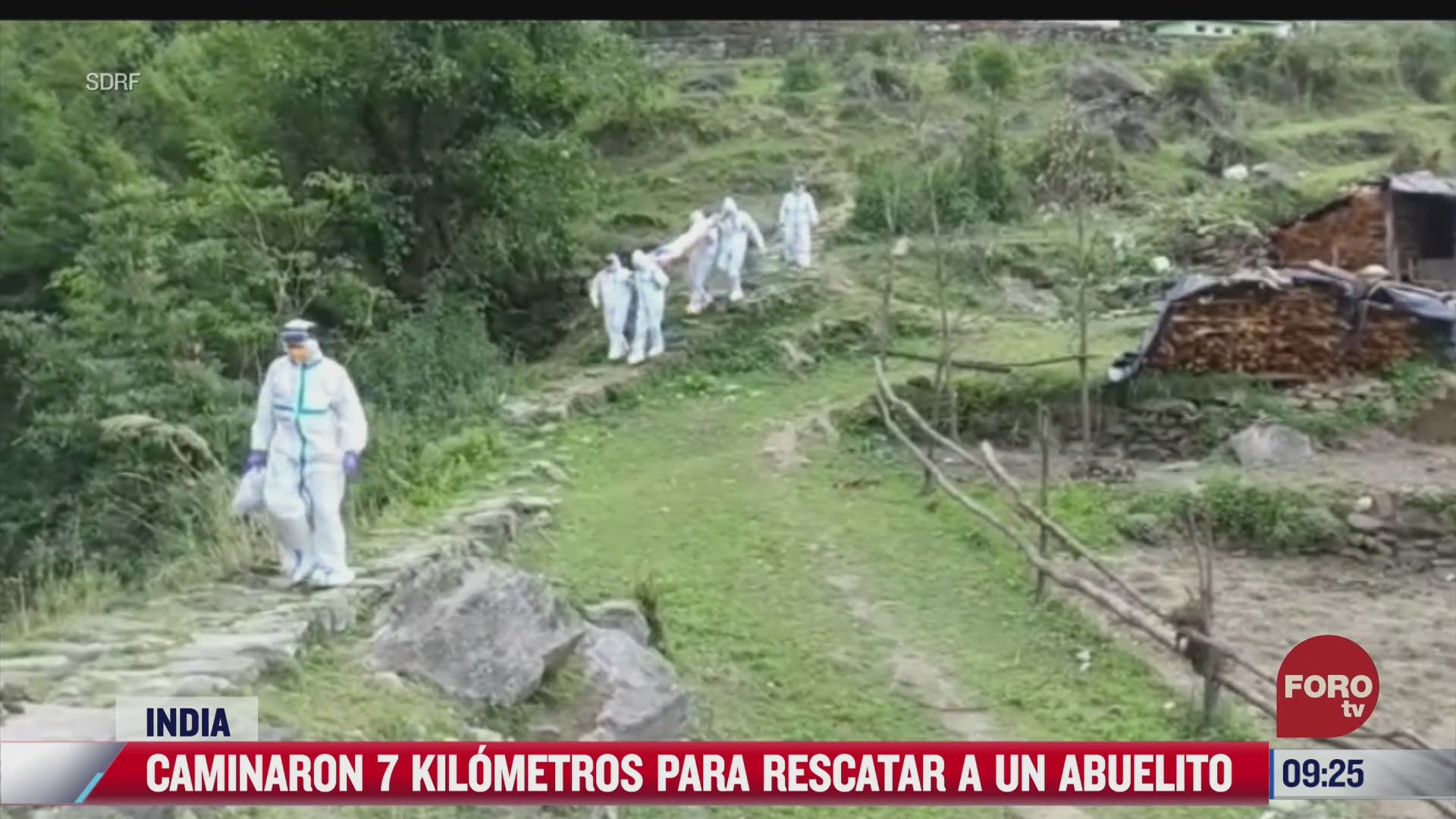 socorristas caminan siete kilometros para rescatar a abuelito con covid