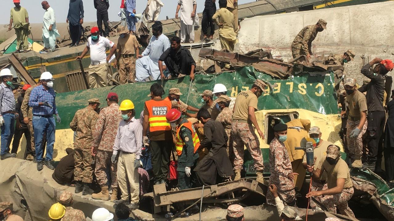 Suben a 62 los muertos en el accidente de tren de Pakistán