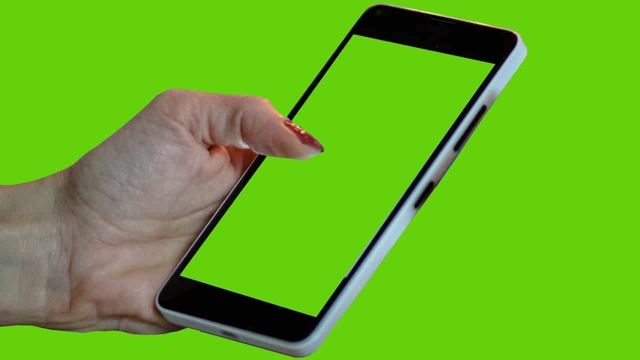 """Cómo activar el """"modo zurdo"""" en WhatsApp, Telegram y Facebook"""