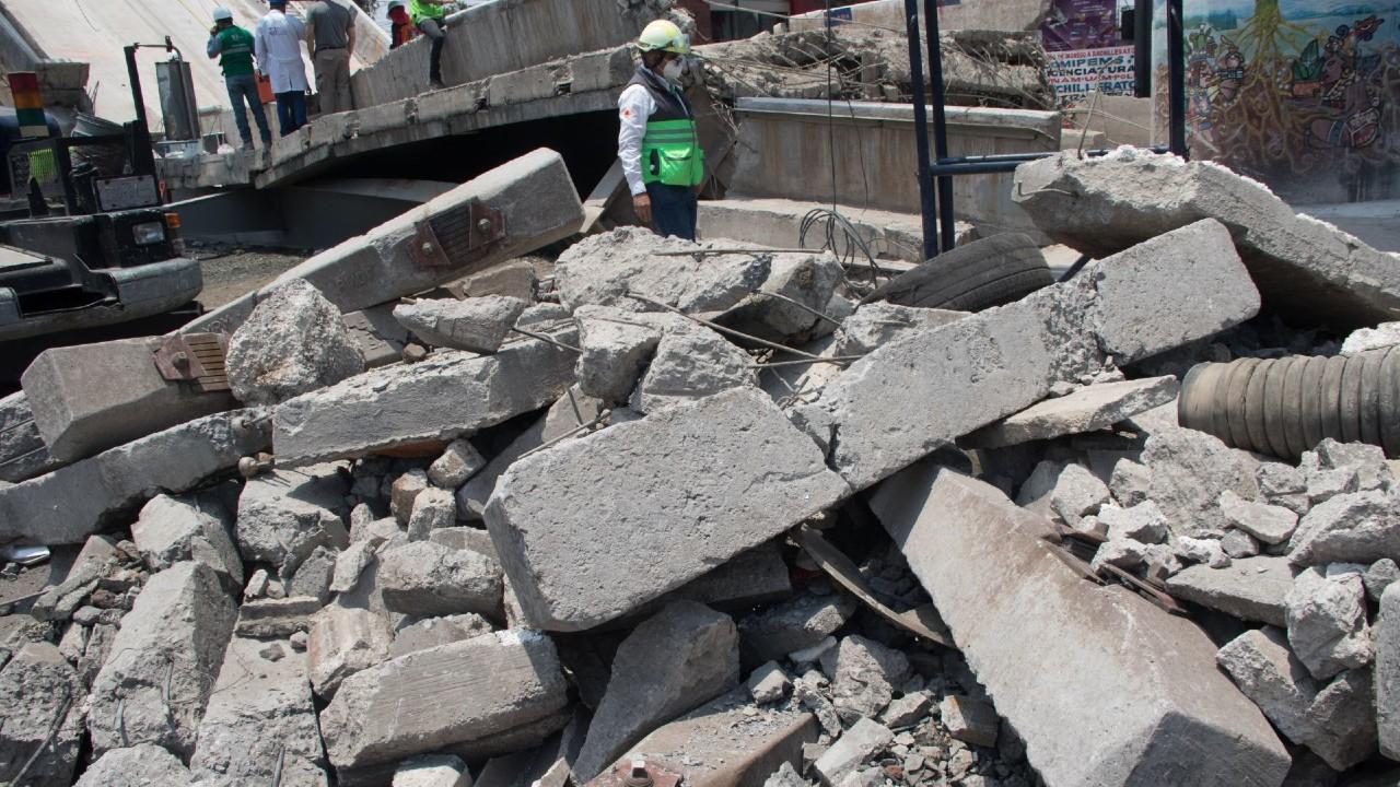 Trabajos de remoción de escombros tras accidente en L12