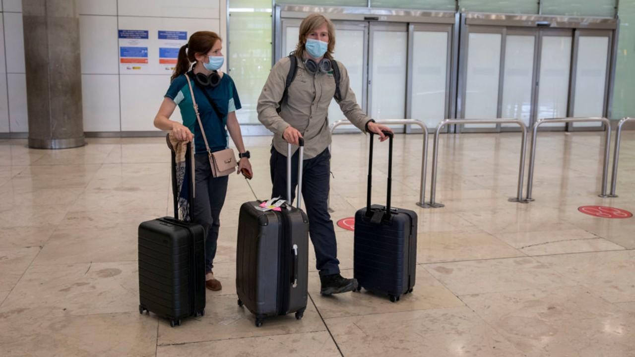 Viajeros en el aeropuerto de Madrid