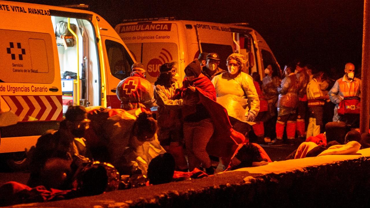 Vuelca barco con migrantes cerca de Canarias, mueren tres y cinco están desaparecidos