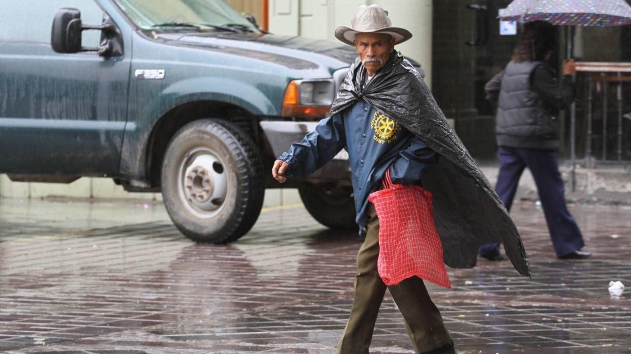 Zona de baja presión y onda tropical 2 ocasionarán lluvias en Oaxaca y Veracruz.