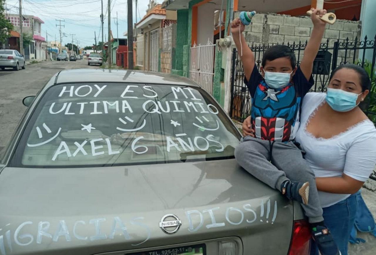 Niño festeja su última quimioterapia en Yucatán