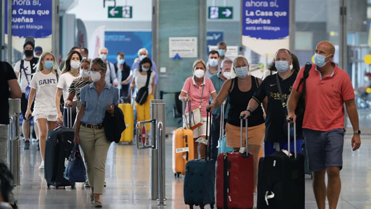 España reanuda vuelos con Brasil, pero mantiene cuarentena por COVID-19.