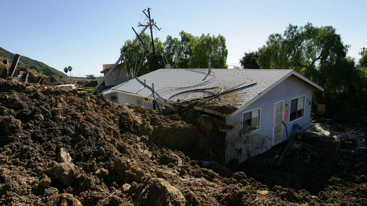 Al menos dos muertos y veinte desaparecidos tras deslizamiento de tierra en Japón