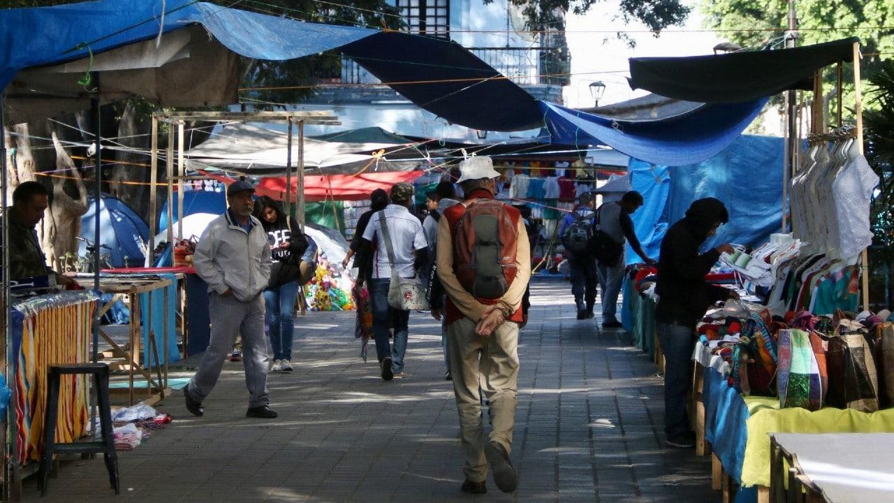 Ambulantes se instalan en calles aledañas al centro de Oaxaca tras operativo