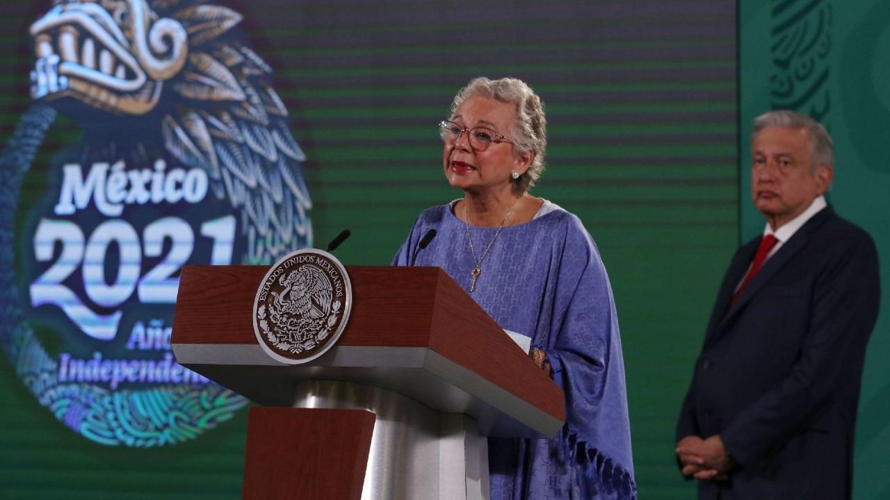 Andrés Manuel López Obrador, presidente de México acompañado de Olga Sánchez Cordero, secretaria de Gobernación, durante conferencia de prensa.