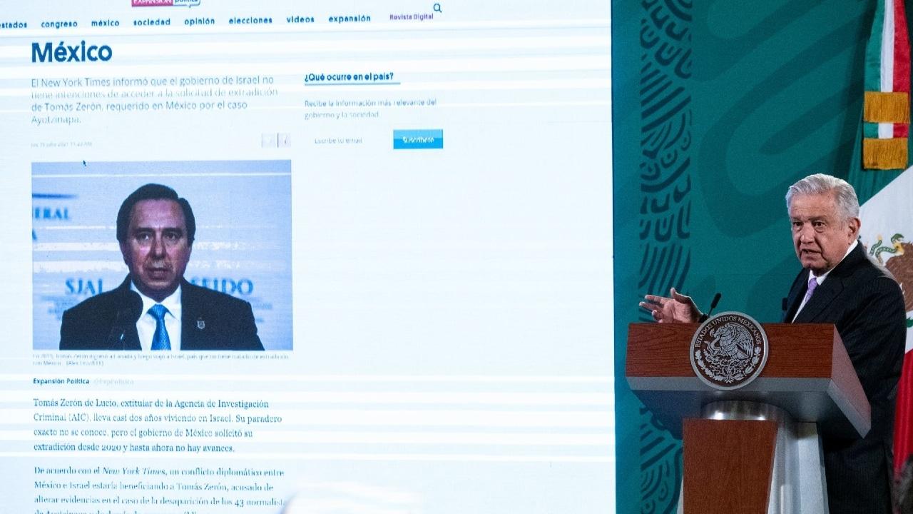 Durante la conferencia matutina, el presidente Andrés Manuel López Obrador mostró una fotografía de Tomás Zerón, localizado en Israel