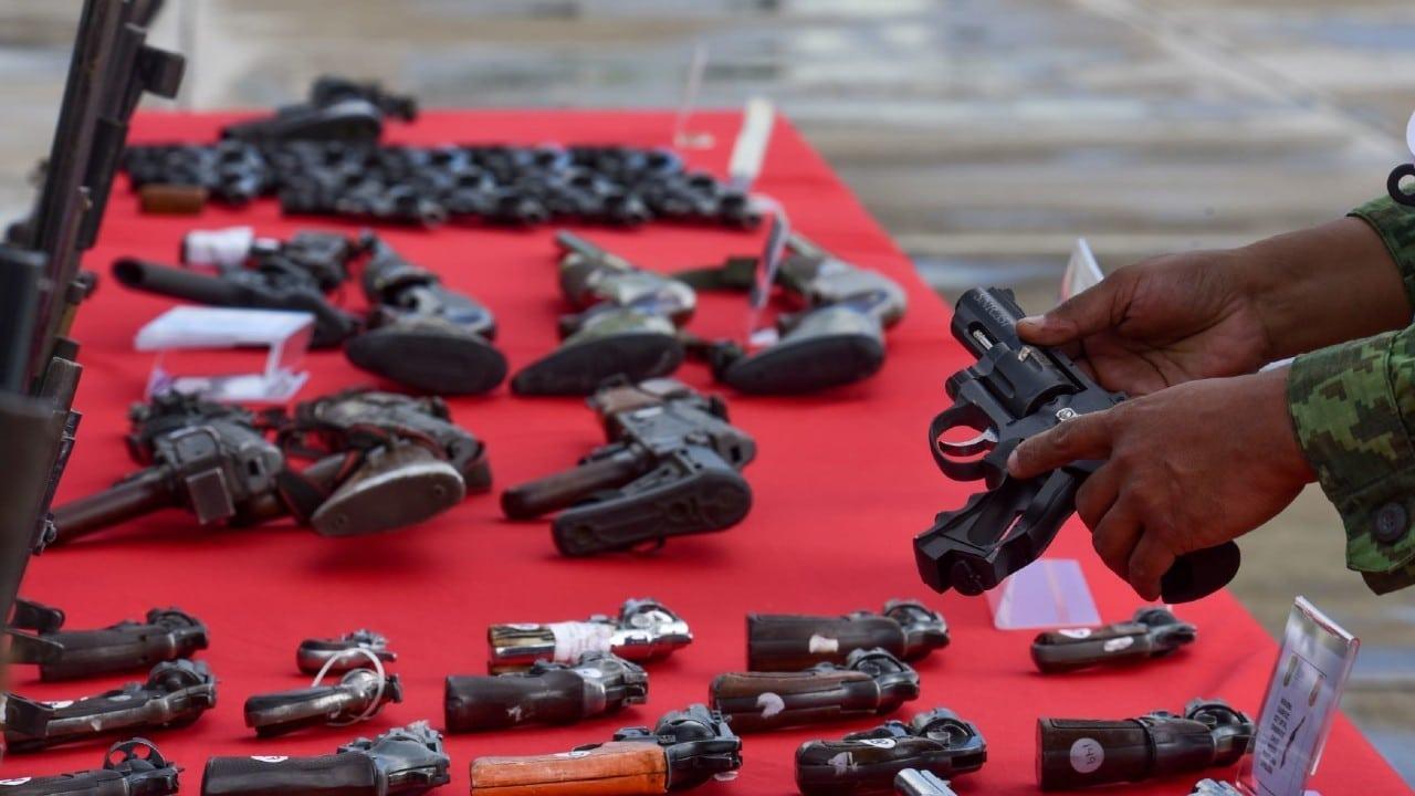 Detienen a hombre con armas y cartuchos en Sonora