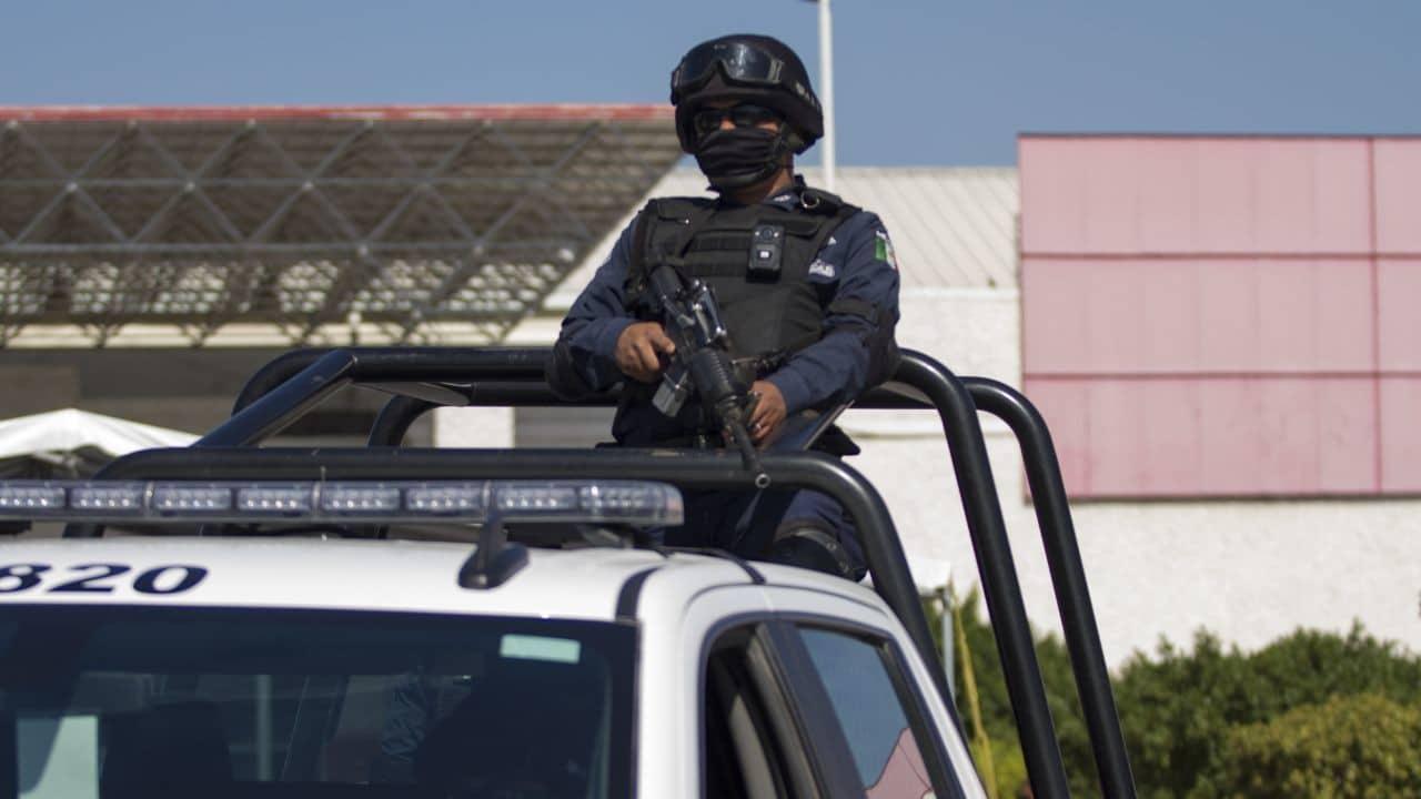Atacan a balazos a hombre y su hijo afuera de tienda de conveniencia en Nuevo León