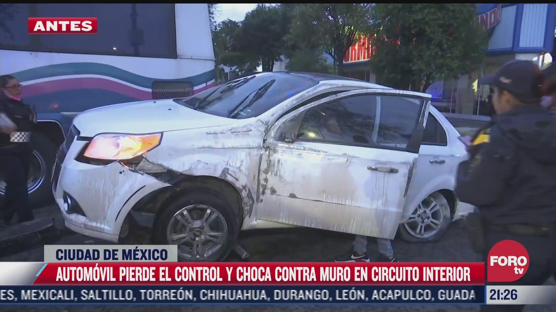 automovil pierde control y choca contra muro en circuito interior