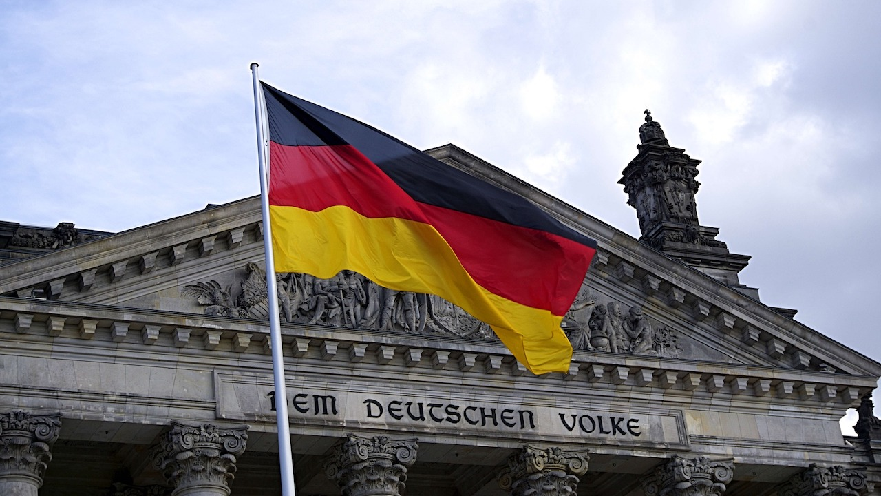 Alemania ofrece empleos a enfermeras y geriatras