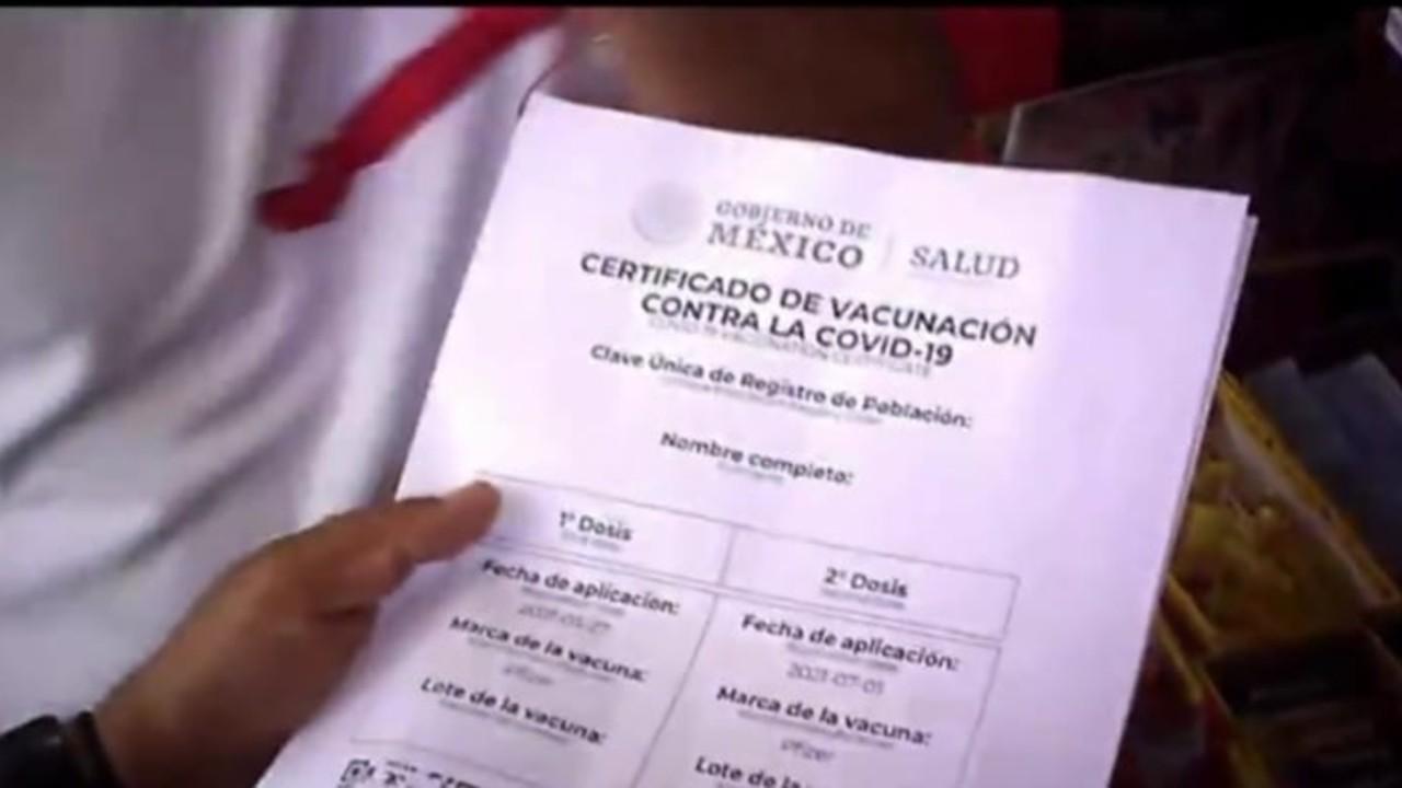 Certificados falsos de vacunación COVID-19 se consiguen hasta por 2 mil pesos en CDMX
