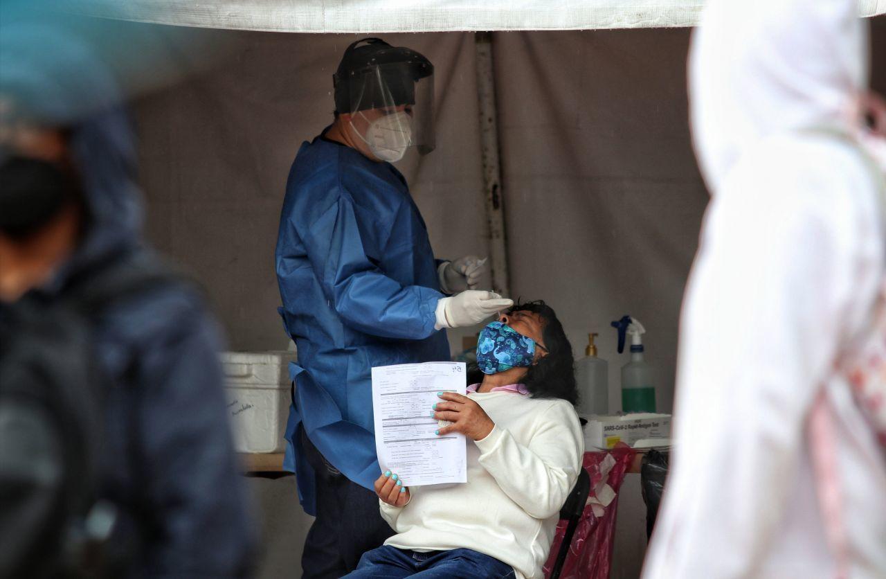 Variante Delta: ¿personas vacunadas se pueden contagiar?