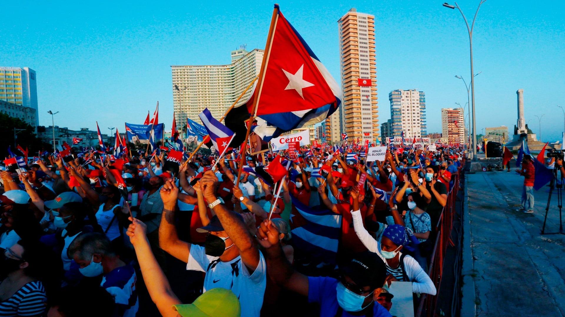 Cuba realiza actos masivos para cerrar paso a protestas contra el gobierno