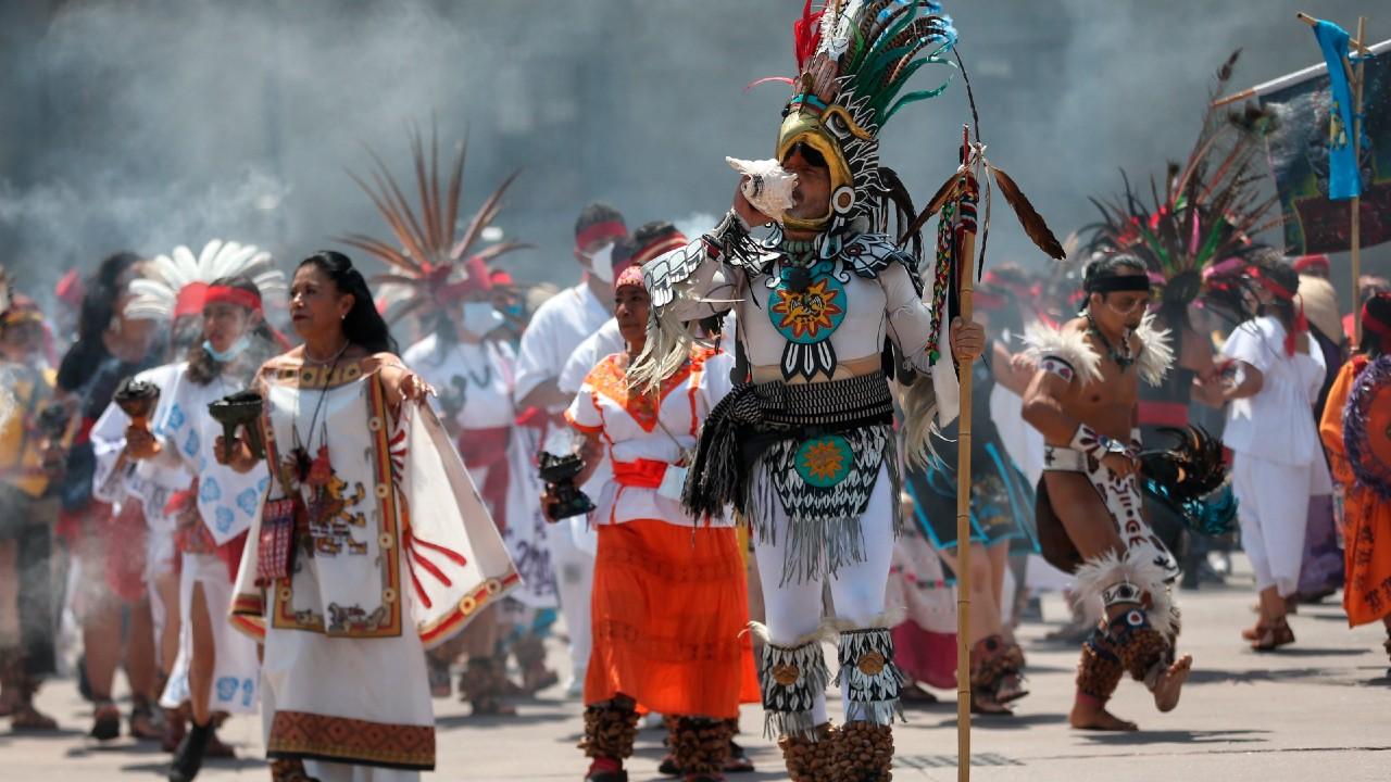 Danzantes celebran la fundación de México-Tenochtitlán en Zócalo capitalino