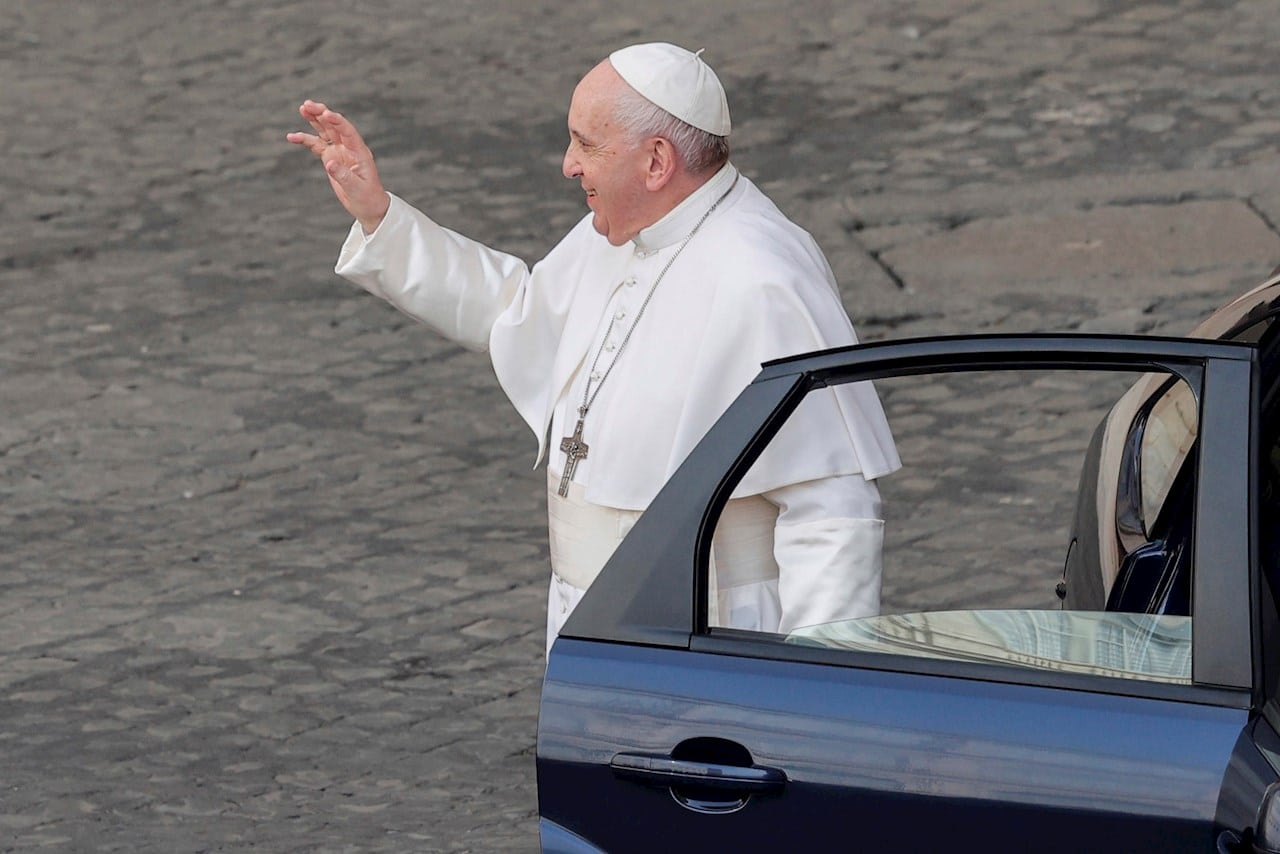 Papa Francisco felicita a su chofer el día de su jubilación