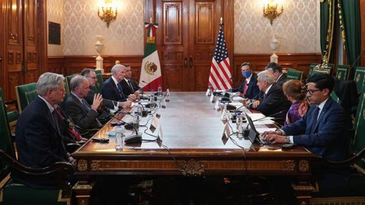 El presidente López Obrador y senadores de EEUU
