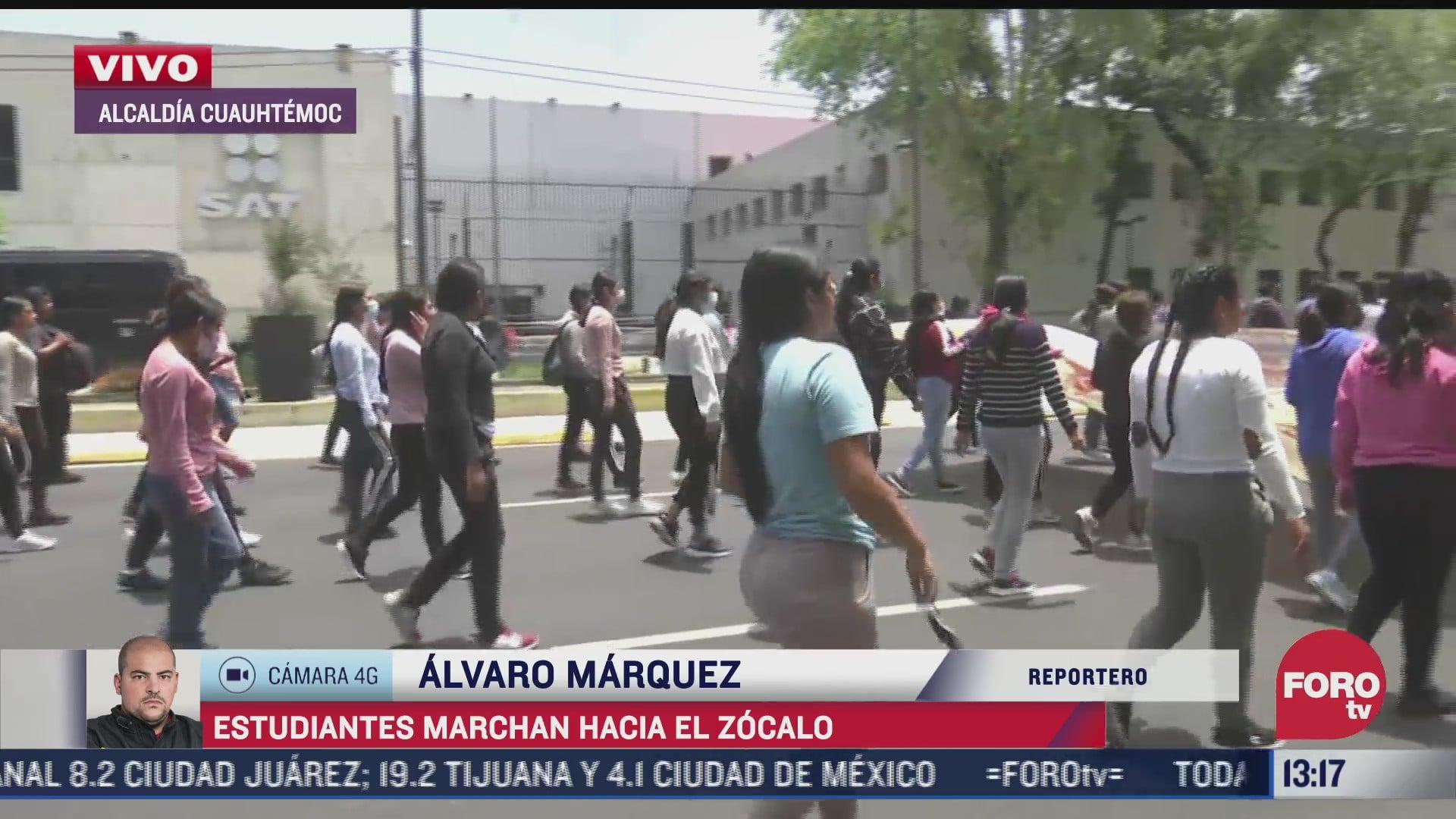 estudiantes normalistas se movilizan hacia el zocalo de la cuidad de mexico