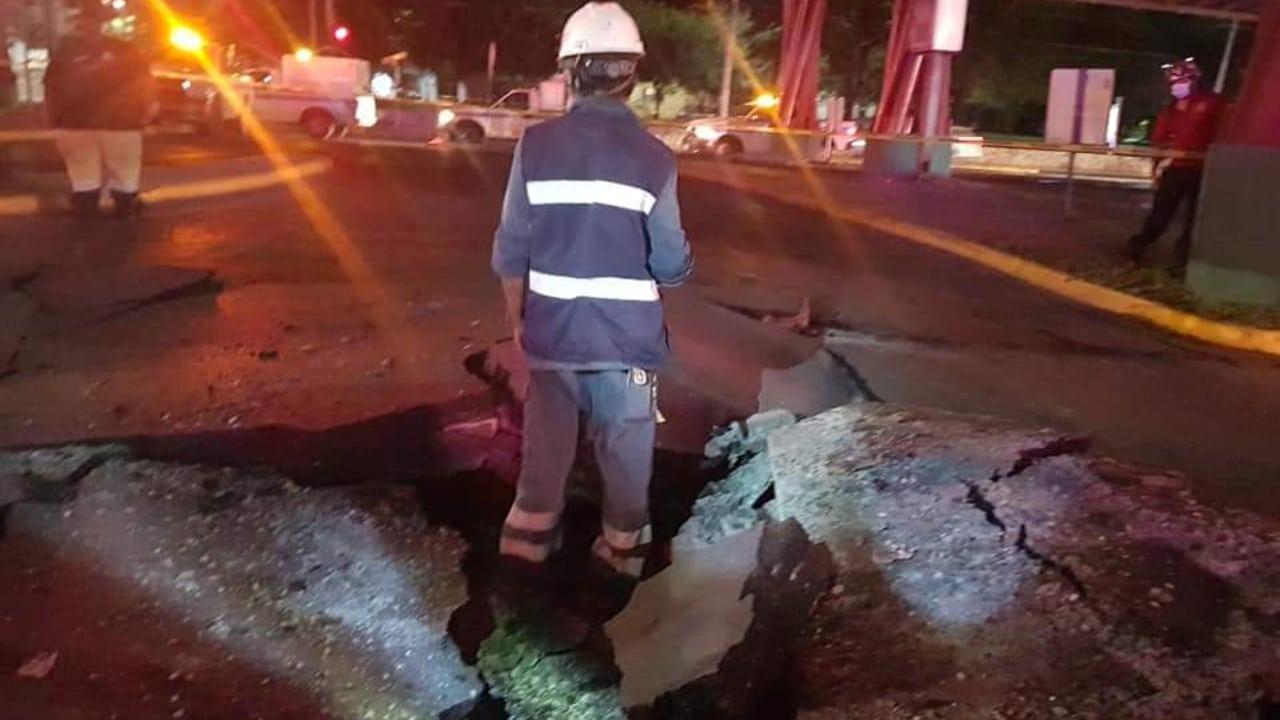 Acumulación de gas metano provoca explosión subterránea en Monterrey