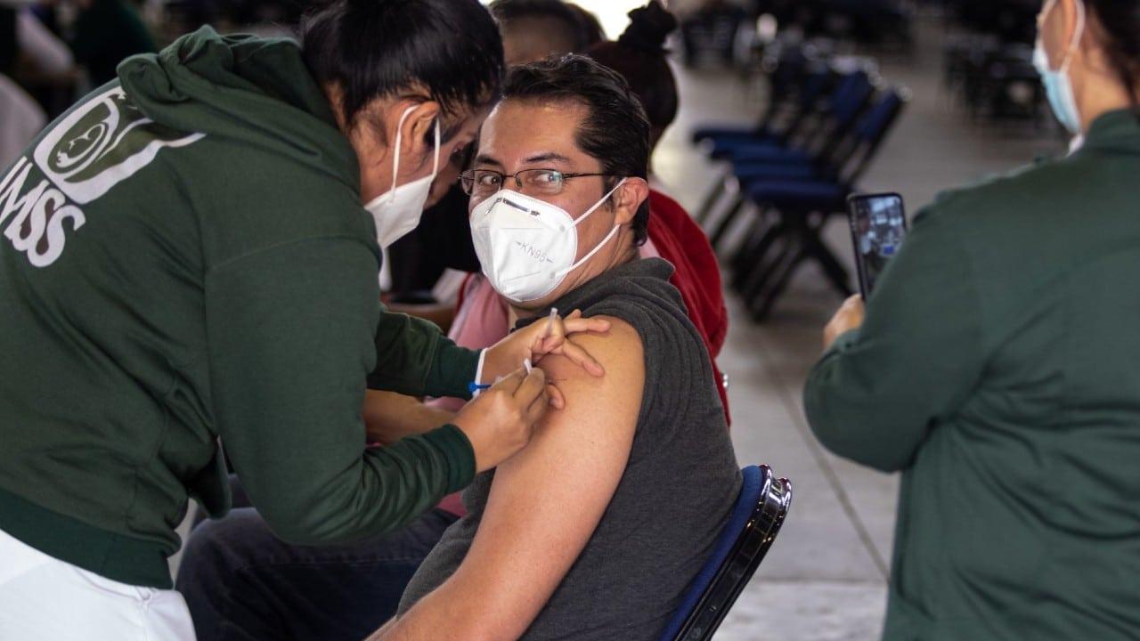 Inicia aplicación de segunda dosis de vacuna COVID-19 de 50 a 59 años en Iztacalco y Álvaro Obregón